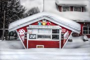 Ice-cream-stand-in-the-snow